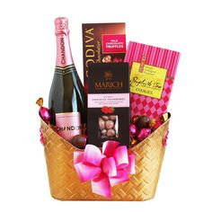 Sparkling Rose Gift Tickle your Valentine pink with this amazing Rosé sparkling wine gift from Chandon in a beautiful gold-colored metal basket. Liquor Gift Baskets, Champagne Gift Baskets, Valentine's Day Gift Baskets, Themed Gift Baskets, Wine Baskets, Husband Valentine, Valentines Day Gifts For Him, Chandon, Valentine Gift Baskets