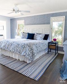 55 Ideas Master Bedroom Accent Wall Wallpaper Grasscloth For 2019 Blue Accent Walls, Accent Walls In Living Room, Bedrooms With Accent Walls, Bedroom Wallpaper Accent Wall, Wall Wallpaper, Trendy Wallpaper, Blue Wallpapers, Hanging Wallpaper, Wallpaper Ideas
