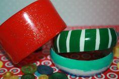 Красочные браслеты из пластиковой бутылки. https://www.youtube.com/watch?v=gEmsfdG67v4