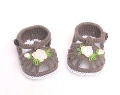 Crochet chaussons, sandales pour bébé au Crochet, chaussons bébé au Crochet, Crochet marron sandales, chaussons au Crochet avec dentelle brodée rose
