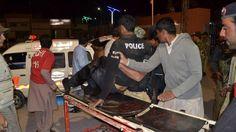 awesome Gewapende groep overvalt politieschool in Pakistan