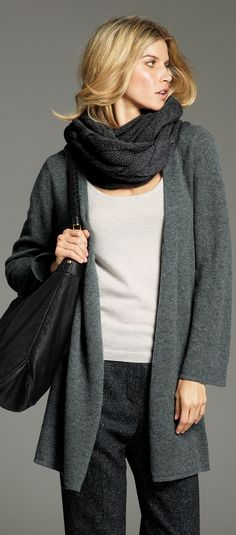 Cashmere - soft, cosy and warm. I would love wearing this in winter. Stylish Clothes For Women, Stylish Outfits, Love Fashion, Winter Fashion, Fashion Trends, Casual Elegance, Military Fashion, Beautiful Outfits, Beautiful Clothes