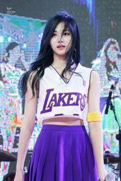 "Korean Men Claim These Three Female K-Pop Idols Were Born With ""Perfect"" Faces"
