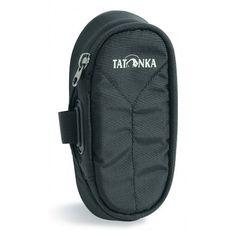Univerzální pouzdro pro připnutí na batoh, opasek nebo oblečení. Rozměry 17 x 8 x 4,5 cm. Zapínání na zip, celoplošné polstrování, vnitřní kapsa, fixační popruh, karabinka, voděodolný zátěr. Barva čer