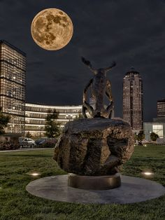 A beautiful shot of the moon over one of our favorite Downtown Des Moines destinations!