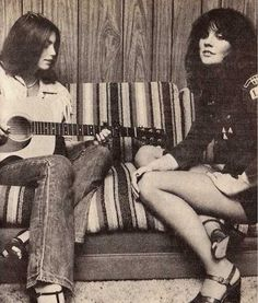 Emmylou and Linda jamming.