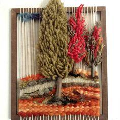 No photo description available. Weaving Textiles, Weaving Art, Loom Weaving, Tapestry Weaving, Hand Weaving, Diy Crochet Wall Hanging, Crochet Wall Hangings, Weaving Wall Hanging, Yarn Crafts