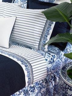 Ralph Lauren Palm Harbor Stripe I have had two blue and white Ralph Lauren bedroom sets! Blue Rooms, White Rooms, Blue Bedroom, Master Bedroom, Love Blue, Blue And White, Ralph Lauren, White Houses, Chinoiserie