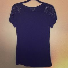 ***Forever 21 black top Perfect condition it's a S size but can fit M Forever 21 Tops Tees - Short Sleeve
