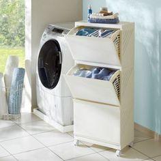 洗濯物をサッと放り込めるフラップ収納、奥行29cmの薄型で場所をとらないランドリーワゴンです。湿度の多い洗濯機周りでも通気性のよいメッシュバスケットだから安心。バスケットは取り外し可能です。