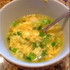Low Carb Dinner: Egg Drop soup 4 cups chicken broth or stock 2 eggs, lightly beaten 1 green onions, minced teaspoon white pepper Salt to taste A few drops of sesame oil (optional) Preparation: In a wok or Low Carb Recipes, Soup Recipes, Diet Recipes, Cooking Recipes, Healthy Recipes, Atkins, Egg Drop Soup, Low Carb Diet, Soup And Salad