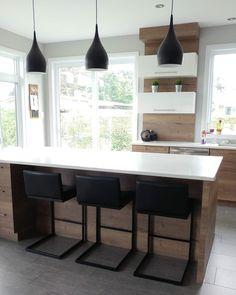 Tabouret Small Modern Kitchens, Home Kitchens, Kitchen Redo, Kitchen Design, Kitchen Ideas, Dinner Room, Condo Decorating, Country Interior, Condo Living