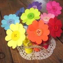 Paper flowers and buttons Flower Crafts, Diy Flowers, Paper Flowers, Pretty Flowers, Cute Crafts, Crafts For Kids, Diy Paper, Paper Crafts, Baby Girl Sprinkle