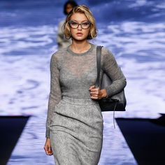 Gigi Hadid channeling Marilyn Monroe in Max Mara glasses: One of the hottest supermodels of the moment Gigi Hadid has been crowned the face of the globally famous brand Max Mara, the crown being in this case the latest collection of Max Mara glasses. Celebrities With Glasses, Celebrity Glasses, Gigi Hadid, Bella Hadid, Famous Brands, Max Mara, Milan, Vintage Fashion