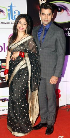 Mohit Mallik poses with wife Aditi Shirwaikar at the 14th Indian Television Academy Awards 2014.