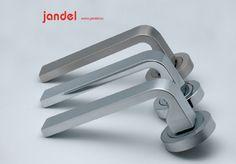 Nuevo diseño de manivelas de la firma Jandel    http://www.jandel.es