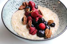 Snel & healthy ontbijt: warme havermoutpap met kaneel, noten & fruit -