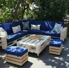 28 Elite Balcony Couch Design ideas With Pallets That Make You Feel Comfortable - Unique Balcony & Garden Decoration and Easy DIY Ideas - Furniture Design Pallet Garden Furniture, Diy Outdoor Furniture, Couch Furniture, Furniture Design, Furniture Ideas, Garden Pallet, Outdoor Pallet, Couch Design, Patio Design