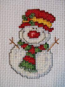 - Tangled Threads -: A couple of small finishes! Cross Stitch Pattern Maker, Modern Cross Stitch Patterns, Counted Cross Stitch Patterns, Cross Stitch Designs, Cross Stitch Embroidery, Embroidery Patterns, Loom Patterns, Cross Stitch Christmas Cards, Xmas Cross Stitch