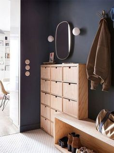 Hall d'entrée : 50 idées déco en image pour vous inspirer - Ctendance.fr Dream Home Design, House Design, Home Suites, Lobby Design, Vestibule, Mudroom, Sweet Home, New Homes, Interior Design