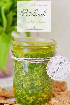 Wild garlic is available from March to May! Here I have a recipe for a very quick wild garlic pesto for you! # wild garlic Wild garlic is available from March to May! Here I have a recipe for a very quick wild garlic pesto for you! Pesto Dip, Pesto Pasta, Paleo Recipes, New Recipes, Holiday Recipes, Avocado Dessert, Menu Dieta Paleo, Fancy, Wild Garlic Pesto