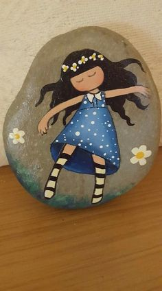 Beautiful decorations with painted stones - - Beautiful decorations with painted stones On your next walk don't forget to collect the stones you find, of all sizes and shapes, since you can make with them, a little painting and ingenuity…. Stone Art Painting, Rock Painting Designs, Pebble Painting, Pebble Art, Paint Designs, Painting Flowers, Painting Tools, Painted Rocks Craft, Hand Painted Rocks