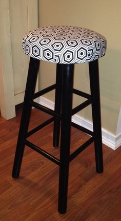 Spray Painted Old Wood Bar Stools With A Glossy Paint And