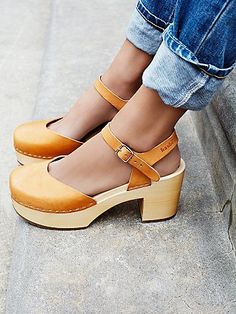 Swedish Hasbeens Womens Krillan Clog from Free People. Shop more products from Free People on Wanelo. Clogs Outfit, Clogs Shoes, Shoe Boots, Shoes Heels, Swedish Clogs, Swedish Hasbeens, Fall Shoes, Summer Shoes, Wooden Clogs