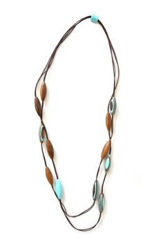 Turquoise necklace with wooden elements | Trendy jewelry Ernesto de Barcelona | Eco fashion