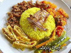 Nasi Kuning Lengkap
