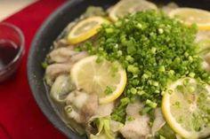 豚バラとレタスの蒸し焼きのレシピを紹介します。