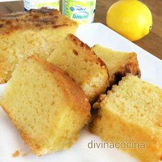 Este bizcocho de limón no es el clásico que ya conoces y que solo lleva yogur, se le incorpora también zumo natural y ralladura y tiene mucho sabor.