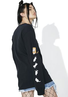 RIPNDIP Nermal Pills Long Sleeve if only my pills actually gave me as much joy as catz… This dope long sleeve tee features a black cotton construction, oversize fit, banded trim, a graphic of Nermal peekin' his head out of a pill bottle on the chest, and kitten pillz falling down one sleeve.