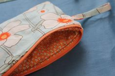 How to Sew a Quilted Zippered Wristlet or Cosmetic Bag + 10 More Quilted Bags to Sew