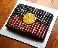 Green Gourmet Giraffe: Aboriginal flag cake for NAIDOC Week