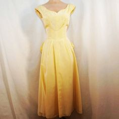Vintage Pale Yellow Prom or Formal Gown - 1940s early 1950s size XSmall - Has a fabulous peplum