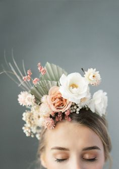 Flower crown bride, bridal crown, bridal hair, neutral wedding flowers, b. Neutral Wedding Flowers, Bridal Flowers, Flowers In Hair, Floral Wedding, Wedding Dried Flowers, Wedding Colors, Flower Crown Bride, Bridal Crown, Flower Crowns