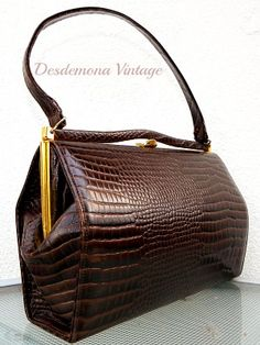 Vintage embossed leather hand bag from Desdemona Style & Vintage