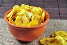 Veja aqui como preparar com banana da terra este petisco doce ou salgado! Aprenda como fazer chips de banana deliciosos!
