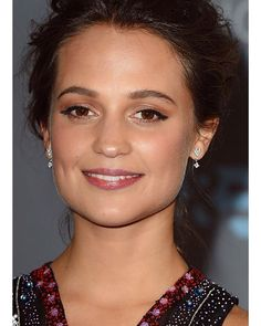 YES!!! Radiant beauty ✨#AliciaVikander wins best supporting actress for her role in #thedanishgirl at the #CriticsChoiceAwards #hair by @cnaselli #styling by @victoriasekrier #manicure by @deborahlippmann #makeup by #rachelgoodwinmakeup