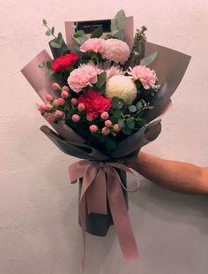 Boquette Flowers, How To Wrap Flowers, Luxury Flowers, Paper Flowers, Planting Flowers, Beautiful Flowers, Flower Bouquet Diy, Small Bouquet, Floral Bouquets
