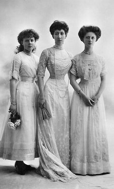 1911 Princess Maud of Fife (afterwards Countess of Southesk), Princess Louise, Princess Royal, Duchess of Fife, and Princess Alexandra of Fife Edwardian Clothing, Edwardian Dress, Edwardian Era, Edwardian Fashion, Vintage Fashion, Gothic Fashion, Belle Epoque, Historical Costume, Historical Clothing
