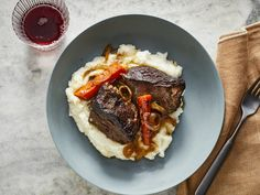 A flavorful pot roast is high on the list of all-time favorite comfort foods. Beef Pot Roast, Pot Roast Recipes, Meat Recipes, Cooking Recipes, Game Recipes, Yummy Recipes, Beef Dishes, Food Dishes, Main Dishes