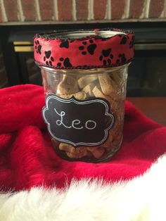 Looking for an adorable gift for canines on your Christmas list? Make dogs smile this holiday season with our super easy DIY Treat Jars here!