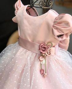 Baby Dress Design, Baby Girl Dress Patterns, Baby Frocks Designs, Kids Frocks Design, Kids Dress Wear, Little Girl Dresses, Baby Girl Birthday Outfit, Toddler Christmas Dress, Kids Blouse Designs