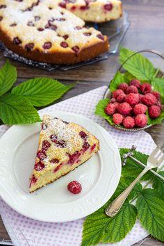 Prăjitură cu brânză de vaci și zmeură | Bucate Aromate Sweets Recipes, Cooking Recipes, Romanian Desserts, Cauliflower, Muffins, Sweet Treats, Beverages, Food And Drink, Cupcakes