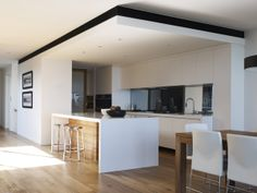 Kaunis alaslasku katossa Kitchen Interior, House, Interior, Diy Kitchen Storage, Contemporary Kitchen, Home Renovation, Best Kitchen Designs, Diy Kitchen, Kitchen Design