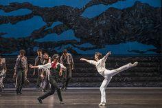 Zorba, el griego. Ballet de Santiago. John: Gabriel Bucher y Zorba: José Manuel Ghiso. Foto: Patricio Melo