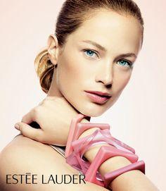 Carolyn Murphy l Estee Lauder Beauty Ad, Beauty Photos, Beauty Make Up, Hair Beauty, Parfum Estee Lauder, Bruce Boxleitner, Carolyn Murphy, Cosmetics & Fragrance, Elizabeth Hurley