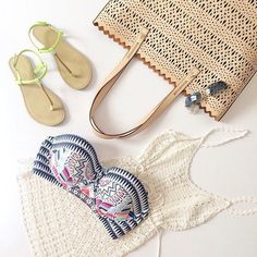 We love this beach ready look with our #AvalonTote in Blush! #StelladotStyle